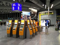 Self check-in kiosk (A. Wee) Tags: germany airport frankfurt kiosk lufthansa fra checkin