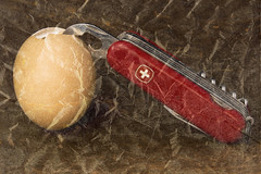 Canned Egg (jopperbok) Tags: red stilllife food brown texture metal army cross swiss egg knife shell tools sharp crack canned eggs tool tabletop wah eten opener pocketknife cann fooddrinks werehere etenendrinken etendrinken hereios jopperbok cannopener