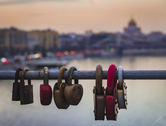Sealed love (Andrs Brito) Tags: sunset sky love colors cathedral russia bokeh lock amor moscow colores locked moskau liebe bunt rusia sealed moscu christthesaviour russland candados cathedralofchristthesaviour