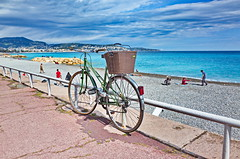 Promenade des Anglais en avril (French Riviera). (Chris, photographe de Nice (French Riviera)) Tags: street sea mer france beach colors bike nice mediterranean streetphotography cycle bicyclette plage couleur vlo frenchriviera photographiederue