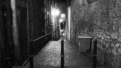 dark alley (byronv2) Tags: blackandwhite bw monochrome wall night scotland blackwhite alley edinburgh close nacht perspective cobbled royalmile stonewall cobbles oldtown nuit edimbourg edinburghbynight
