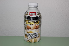 Mller Milch Limitiert a la Mandel Creme (Like_the_Grand_Canyon) Tags: milk milch