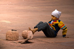 1125 A child at play--Jama Masjid , Old Delhi , India (ngchongkin) Tags: india delhi harmony autofocus thegalaxy frameit heartawards earthasia thebestofday gnneniyisi worldofdetails wonderfulasia niceasitgets thelooklevel1red thelooklevel2yellow thelooklevel3orange infinitexposure flickrbronxeaward