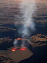 humeante (lauvelro) Tags: landscape volcano lava smoke paisaje paysage humo eruption lareunion lave volcan volcn pitondelafournaise reunionisland fum erupcin islareunion ruption