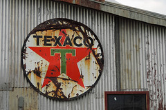 Clarksdale - Texaco (Drriss & Marrionn) Tags: usa sign mississippi restaurant hotel rust outdoor blues hotels texaco bluesmusic clarksdale shackupinn texacosign frameitlevel01