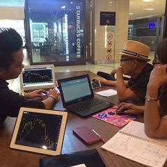 วันอาทิตย์ ไม่ใช่วันหยุด ยังคงทำงาน วันนี้มาสอนการเทรดหุ้น ด้วย Technical . ลูกค้าตามมาจากเพจ https://m.facebook.com/หุ้น-ข่าวหุ้น-ตลาดหุ้น-เทคนิคเล่นหุ้นไทยวันนี้-137771513069306/