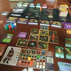 Posthuman - เกมแข่งกันเอาตัวรอดและหนีตายในโลก post apocalypse หลังสงครามนิวเคลียร์ เต็มไปด้วยสัตว์ประหลาดและมนุษย์ที่กลายพันธุเป็นตัวประหลาดมากมาย ใครฝ่าฟันจนได้แต้มเดินทาง 10 แต้ม (เข้าช่องสุดท้ายบนกระดานกลาง) ก่อนเป็นฝ่ายชนะ แต่ระหว่างทางถ้าผู้เล่นทุกคน