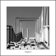 PhM - Marches au soleil (2) (Philippe Em) Tags: malakoff lines stairs steps escalier lignes marches