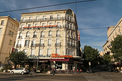 Place de la Gare - Grenoble (France) (Meteorry) Tags: street france june bar grenoble hotel evening europe chinatown continental renault soir rue mgane 2015 isre rhnealpes meteorry grenoblois placedelagare grenoblealpesmtropole auvergnerhnealpes avenueflixvaillet htelsiusseetbordeaux