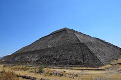 """Pirámide del Sol, Teotihuacán, Mexico (heraldeixample) Tags: mexico aztec mexica teotihuacán city"""" méjico mèxic """"mexico náhuatl df"""" albertdelahoz ciutat"""" heraldeixample """"méjico """"mexic"""