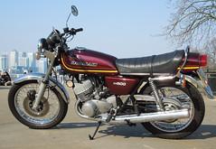 Kawasaki KH500, 1976 (roger.w800) Tags: vintage burgundy motorbike motorcycle kawasaki twostroke vintagebike 2stroke kh500 twostroketriple vintagejapanesebike 2stroketriple