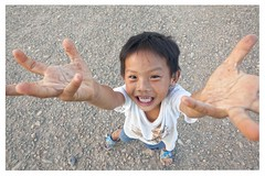 Vang Vieng, (Laos) (alvaromoneo) Tags: boy smile funny young sonrisa laos alvaro nio moneo vangvieng joven divertido vang vieng isiegas alvaromoneohotmailcom
