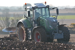 Fendt 828 Tractor with a Kverneland 7 Furrow Plough (Shane Casey CK25) Tags: county ireland horse irish plant tractor green field set turn work pull hp nikon power earth farm cork farming working cereal machine 7 ground machinery soil dirt 828 till crop crops farmer agriculture dust setting cereals pulling contractor plough turning planting sow sod horsepower tilling ploughing furrow fendt sowing agri tillage kverneland agco d7100 turningsod turnsod