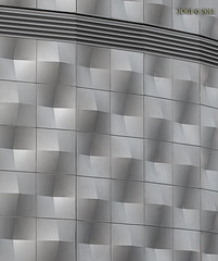 """Leipzig, Blechbchse, aus der Bauphase Mrz 2012 - """"Die ersten Platten der alten Fassade hngen wieder!"""" (joergpeterjunk) Tags: outdoor leipzig architektur muster fassade goerdelerring blechbchse canoneos50d canonef100mmf28lmacroisusm bauphasemrz2012"""