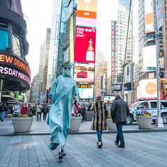 Statue in a Hurry (UrbanphotoZ) Tags: nyc newyorkcity ny newyork mask robe manhattan character sony americanflag shades furcoat tourists midtown torch timessquare pedestrians crown westside statueofliberty budweiser stilts crawler rushing hurrying ernstyoung inahurry thisbudsforyou