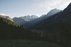 Rays coming from the Hohe Dock. (rawmeyn | Filmmaker & Photographer) Tags: salzburg austria carinthia mountainpass hochalpenstrasse grosglockner highalpineroad hochalpenstrase grosglocknerhochalpenstrase