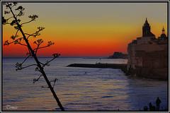 - POSTA DE SOL A SITGES _ (Tomas Mauri) Tags: spain playa catalua puestadesolensitges