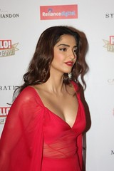 Sonam Kapoor Sexiest Cleavage Show (smileplzu) Tags: hot sexy film photo photoshoot photos images bikini actress bollywood hd wallpapers cleavage ram kapoor navel hindi in sonam rachitha rathavara