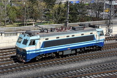 China Railway SS8 0030, Beijing Railway Station (Howard_Pulling) Tags: china camera photo airport nikon asia photos beijing picture railway zug trains april railways cr 2016 pek beijingrailwaystation chinarailways beijingcapital howardpulling d7200