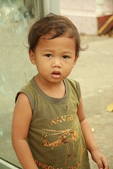 cute boy (the foreign photographer - ) Tags: boy cute portraits canon thailand toddler kiss child bangkok khlong bangkhen thanon 400d