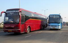 KONDUSKAR AND SHIVNERIVOLVO B9R VS VOLVO B7RMSRTC  BUS (gouravshinde94) Tags: bus volvo shivneri b7r msrtc b9r konduskar
