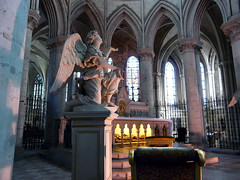 Cathdrale Saint-Pierre - Lisieux (francis_erevan) Tags: church angel cathedral ange cathdrale glise