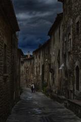 Paseo (JC Arranz) Tags: espaa arquitectura edificios ciudad paseo cielo turismo gentes gerona piedras crepsculo oscuridad romnico monells