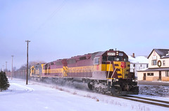 A frigid morning at Bark River (ac1756) Tags: michigan wc northwestern loads wisconsincentral sd45 emd wcl cnw 6573 barkriver oretrain minoreca cnwld26
