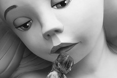 Todo es lo que parece (Marián Company (The Fresh Feeling Project*)) Tags: street city portrait people blackandwhite bw valencia girl tristeza pretty sad noiretblanc niña streetphoto elcarmen centrohistórico fallas fallera streetphotographer