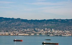 Oakland City (Riex) Tags: california city landscape oakland bay town view ships bateaux cargo paysage sfba ville californie amount baie a900 minoltaamount tamronsp70300mmf456divcusd
