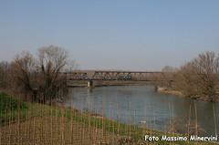 Tradotta sul ponte (Massimo Minervini) Tags: train canon trenes rail cargo ponte mantova ti railroads trenomerci canneto fiumeoglio oglio d146 canon400d tradotta pianali lineabresciaparma