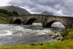 Pont de Schligachan (objet introuvable) Tags: bridge sky skye green nature water clouds canon river landscape scotland eau rivière pont nuages paysage ecosse 70d