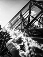 PeiPyramide.jpg (Klaus Ressmann) Tags: blackandwhite france architecture contrast design cityscape louvre contemporary pyramide pei klaus omd em1 fparis ressmann omdem1 flccity klausressmann