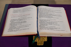 Mnster_Kreuzkirche_2016-0525 (encyclopaedia) Tags: buch cross text pilatus catholicism mnster ambo bibel kreuzkirche bistum bistummnster heiligkreuzkirche karwoche neogotik neogothicchurch lektionar religisegemeinschaft
