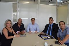 Secretrio recebendo do grupo do PSDB de Esteio o convite do aniversrio de Getlio Fontoura (Lucas Redecker) Tags: sme psdb secretrio esteio lucasredecker