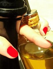 Poivre du moulin et huile d'olives (Des Gots et des Couleurs, Les NContemplatifs) Tags: food paris france cooking jaune rouge cuisine soleil noir lumire cook olives nourriture huile poivre lumineux aliments luminosit ingrdients poivrire assaisonnement