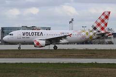 Airbus A319-112 Volotea Airlines EI-FMU (herpeux_nicolas) Tags: airbus v7 a319 voe nte a319100 a319112 nantesatlantique lfrs cn2122 davwq msn2122 volotea voloteaairlines eifmu mamanjarrive venividinvolo