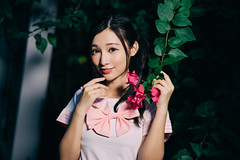 (I C E I N N) Tags: park pink flowers school portrait people white floral girl smile leaves asian happy photography uniform dof photoshoot outdoor sony forum taiwan photographic 55mm e taipei fe f18   flowery  carlzeiss  groupshoot sailorfuku   opeanut emount sonnartfe1855 femount   sonya7ii ilce7m2