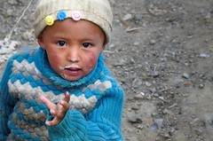 Nomad child on pilgrimage with his family, Tibet 2015 (reurinkjan) Tags: tar 2015 tibetautonomousregion tsang  tibetanplateaubtogang tibet childspugu childboybu mtkailashmounttisegangsrinpoche purangcounty pilgrimnekorwakormi pilgrimagenekor childboykus janreurink onpilgrimagenekorpa greatsacredplacenechen  chkugnnyangporidzong raschenphugdanggnyanporirdzongrechenpukdangnyenporidzongmightymountainfortressmyangporirdzongnyangporidzong
