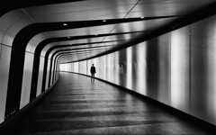 King's Cross (d26b73) Tags: street england blackandwhite bw london monochrome noiretblanc streetphotography explore gb schwarzweiss explored vereinigtesknigreich urbanarte