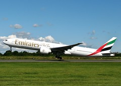 IMG_2163 (AnDrEwMHoLdEn) Tags: manchester airport emirates 777 manchesterairport egcc 23l