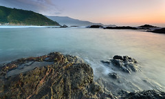 PARAISO (edianzac) Tags: sunrise waves aurora dingalan singhray matawe rgnd