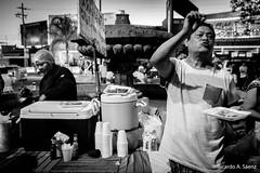 Otro para ac (Ricardo A Senz) Tags: street people food vendedor calle gente comida tamales fujifilm vendor colima x100t