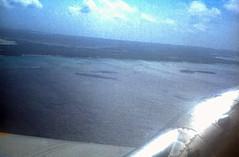 Bahamas 1989 (760) San Salvador (Rdiger Stehn) Tags: analog 35mm meer wasser slide dia scan insel 1989 bahamas amerika 1980s sansalvador atlantik thebahamas luftaufnahme flug karibik nordamerika mittelamerika contax137md kleinbild canoscan8800f kbfilm westindischeinseln outislands 1980er familyislands diapositivfilm