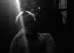 En ce jardin  B. A., Nanterre, Hauts-de-Seine, 5 avril 2016 (Stphane Bily) Tags: sun man garden beard soleil spring friend ray cigarette smoke smoking ami ba printemps bearded beardy contrejour homme soundgarden fume rais stphanebily