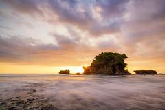 Sunset at Tanah Lot (Jokoleo) Tags: longexposure sunset bali motion beach indonesia wave tanahlot