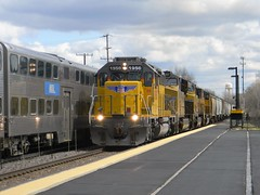 Scoot Meets Grain (sam_gade6366) Tags: train pacific harvard union trains railfan subdivision emd railraod sd40n