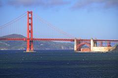 (Alberto Quiones) Tags: sanfrancisco california city bridge red sea usa tower america puente bay rojo amrica san francisco landmarks landmark goldengatebridge northamerica puentes westcoast rosso baha puentecolgante