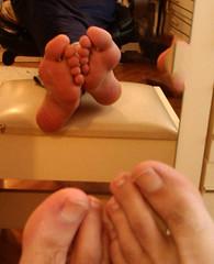 IMG_20160430_170532 (allroundeye) Tags: male feet mirror big toes barefeet soles bigfeet malefeet
