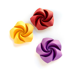 Curved #origami roses, single sheets, no glue or cuts, only #magic #paperfolding #ekaterinalukasheva (_Ekaterina) Tags: red rose yellow paper origami violet paperfolding tant curvedfolding ekaterinalukasheva